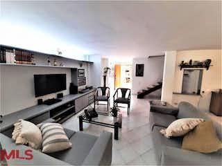 Una sala de estar llena de muebles y una televisión de pantalla plana en Aldea De Riobamba Aptos - Casas