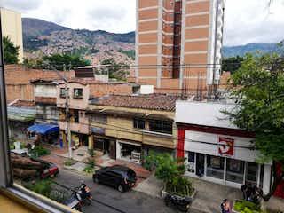 Una calle de la ciudad llena de muchos edificios altos en Se Vende Apto En El Centro 3 Piso Sin Ascensor