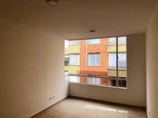 Una cocina con una ventana, un lavabo y una ventana en Apartamento En Venta En Bogota Gilmar