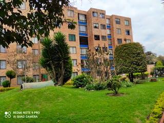 Un gran edificio en medio de un parque en Apartamento en venta en La Gaitana 54m²