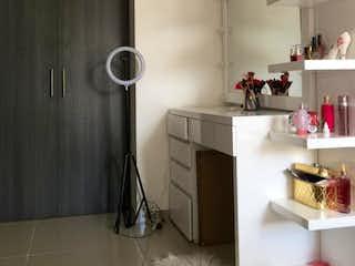 Una cocina con fregadero y nevera en Apartamento en venta en La Candelaria de 3 habitaciones
