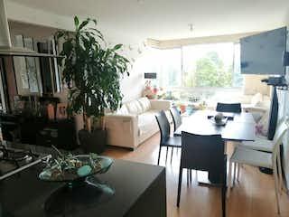 Una sala de estar llena de muebles y una planta en maceta en Apartamento En Venta En Bogota Santa Teresa-Usaquén