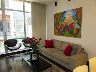 Una sala de estar llena de muebles y una televisión de pantalla plana en ZS-916 Apartamento en venta, Cabrera