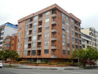 Un edificio alto sentado en la esquina de una calle en Apartamento en Venta NICOLAS DE FEDERMAN