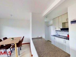 Una cocina con una mesa y sillas en ella en Monteparaiso (Calasanz Parte Alta)
