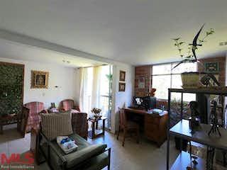 Una sala de estar llena de muebles y una mesa en Manzanillo