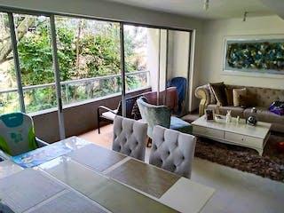 Una sala de estar llena de muebles y una gran ventana en Apartamento en venta en Parque de 3 hab.