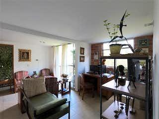 Una sala de estar llena de muebles y una ventana en Apartamento en venta en Sector Postobón, 55m² con Piscina...
