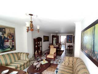 Una sala de estar llena de muebles y una televisión de pantalla plana en Apartamento Venta Medellin Nogal P.2 C. 3486920