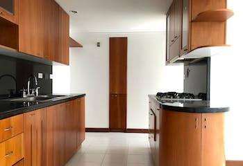 Apartamento en Venta en El Poblado, cuenta con 2 garajes y 3 habitaciones.