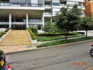 Una vista de una calle frente a un edificio en APARTAMENTO EN VENTA BOSQUE MEDINA 267M2