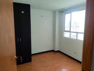 Un refrigerador congelador blanco sentado dentro de una cocina en Apartamento en venta en Barrio Kennedy de tres alcobas