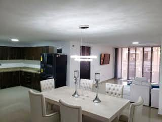 Una sala de estar llena de muebles y una mesa en Venta de Apartamento Amoblado Sector El Dorado Envigado