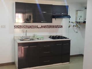 Una cocina con una estufa de fregadero y nevera en Apartamento en venta en Pedregal 62m² con Piscina...