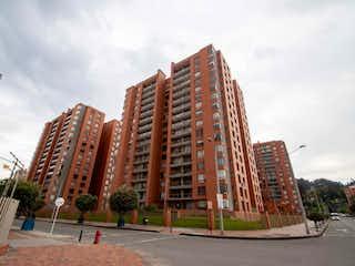 Un gran edificio con un gran edificio en el fondo en Apartamento En Venta En Bogota Colina Campestre