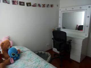Un animal de peluche está sentado en una cama en Apartamento En Venta En Bogota Icata