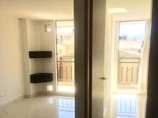 Una vista de un cuarto de baño con una puerta de cristal en Apartamento en venta en Casco Urbano Chía de 45m² con Gimnasio...