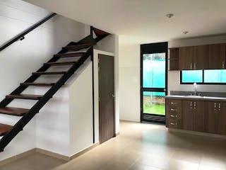 Una televisión de pantalla plana montada en una pared en una habitación en Super Oportunidad, Casa en conjunto en venta Chia
