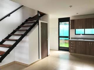 Una televisión de pantalla plana montada en una pared en una habitación en ¡Super Oportunidad!, Casa Nueva, para la venta Conjunto Cerrado, Chia