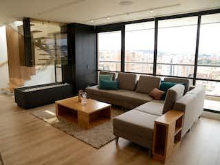 Una sala de estar llena de muebles y una gran ventana en ¡SUPER OPORTUNIDAD PRECIO REBAJADO!, PentHouse en Venta, Mazuren