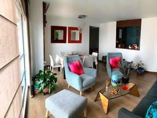 Una sala de estar llena de muebles y una ventana en Apartamento en venta en Pontevedra con acceso a Balcón