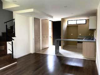 Una gran cocina con un gran refrigerador metálico en Hermosa casa en Condominio Campestre Chia.