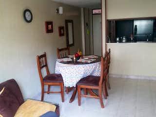 Una sala de estar llena de muebles y una televisión de pantalla plana en Lindo Aparatamento, Apartamento en venta en Santa Cecilia, 53m²