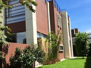 Una vista de una calle frente a un edificio en Se vende casa, Via Chia-Cajica en Condominio Campestre