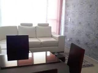 Una sala de estar llena de muebles y una televisión de pantalla plana en Apartamento en venta en Casco Urbano Zipaquirá 67m² con Piscina...