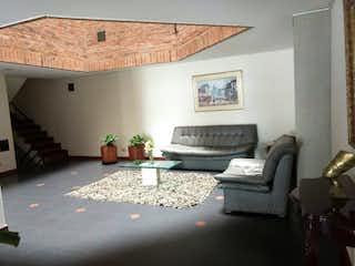 Una sala de estar llena de muebles y una chimenea en Apartamento en venta en Engativá Pueblo con acceso a Balcón
