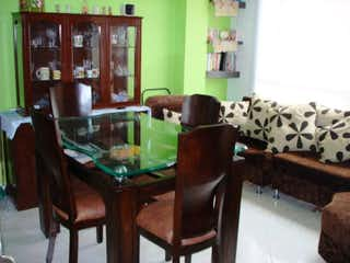 Una sala de estar llena de muebles y una mesa de café en Apartamento en venta en Casco Urbano Cajicá de 60m²