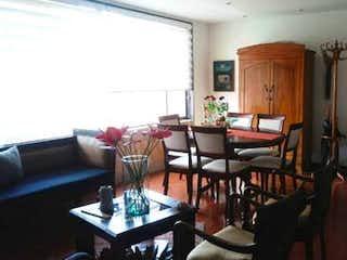 Una sala de estar llena de muebles y una mesa en Apartamento en venta en Ciudad Salitre Oriental de 78m² con Gimnasio...