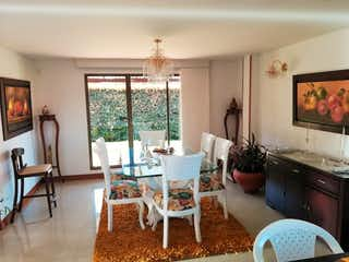 Una sala de estar llena de muebles y una chimenea en ¡Hermosa casa campestre en venta!, Sector cerca de Piedra Chia