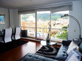 Una sala de estar llena de muebles y una ventana en Hermoso Apartamento para la Venta, Cedritos