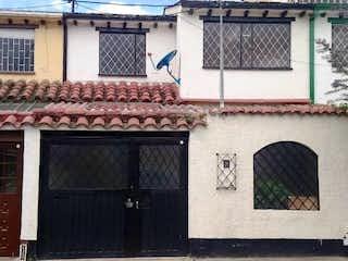 Un edificio con una señal en el costado en Casa en Venta Bogotá, Villas del Prado
