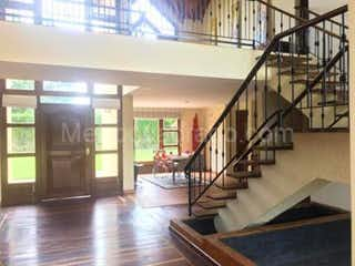 Una vista de una escalera y una escalera en Casa en venta en Hatogrande 320m² con Bbq...