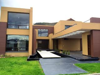 Un par de edificios que están uno al lado del otro en ¡SUPER OPORTUNIDAD! Casa en venta, Condominio en Chía
