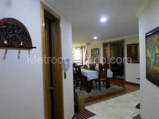 Una sala de estar llena de muebles y una mesa en Apartamento en venta en Casco Urbano Funza 167m²