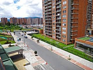 Una calle de la ciudad llena de muchos edificios altos en Apartamento En Venta En Bogota Colina Campestre Iii, Iv, V, V