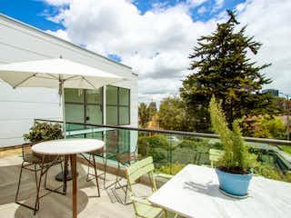 Una mesa de patio con una mesa y sillas en Casa en venta en Santa Ana con Jardín...
