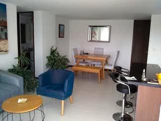 Una sala de estar llena de muebles y una mesa en Apartamento en venta en Mesa, de 89mtrs2
