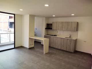 Un cuarto de baño con lavabo y un espejo en Apartamento en venta en Casco Urbano San Jerónimo, de 75mtrs2