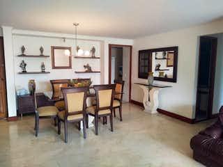 Una sala de estar llena de muebles y una chimenea en Apartamento en venta en La Tomatera, de 153mtrs2