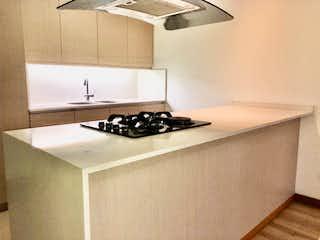 Una cocina con un fregadero y un horno de cocina en Apartamento en venta en Las Flores de 4 habitaciones