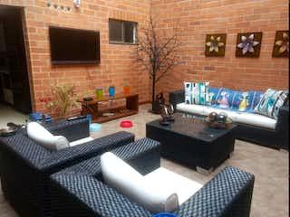 Una sala de estar llena de muebles y una chimenea en Casa en venta en Parque, de 340mtrss2