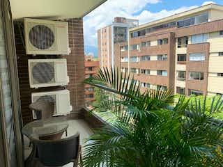 Una vista de un edificio en una ciudad en Venta apartamento, barrio Zuñiga, Envigado.