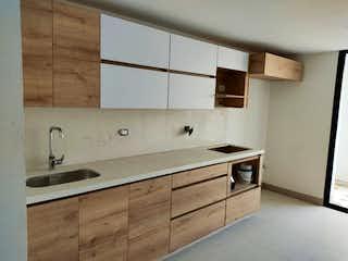 Un cuarto de baño con lavabo y un espejo en Apartamento en venta en San Joaquín 85m² con Balcón...