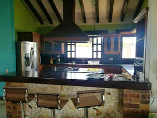 Una cocina con lavabo y microondas en Casa en venta en San José, de 220mtrs2