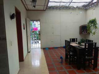 Una habitación con una mesa y sillas en ella en Casa en venta en Sucre, de 269,93mtrs2