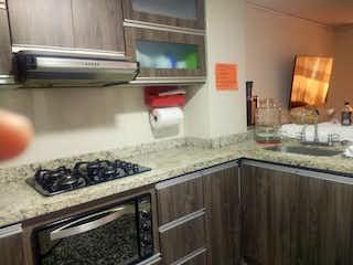 Una cocina con una estufa y un fregadero en Dúplex Belén los Alpes, Apartamento en venta en Universidad Medellín 126m² con Balcón...